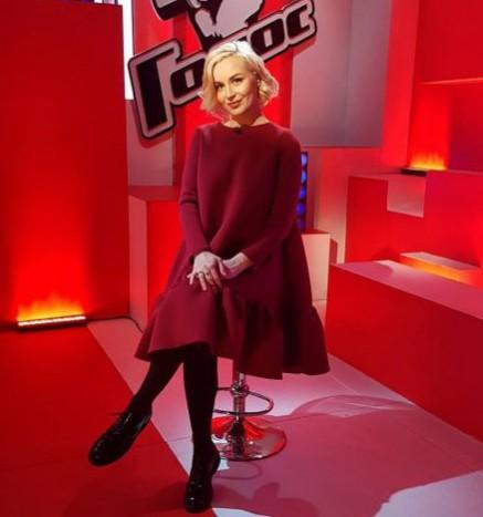 Полина Гагарина показала домашнее фото без макияжа ипрически